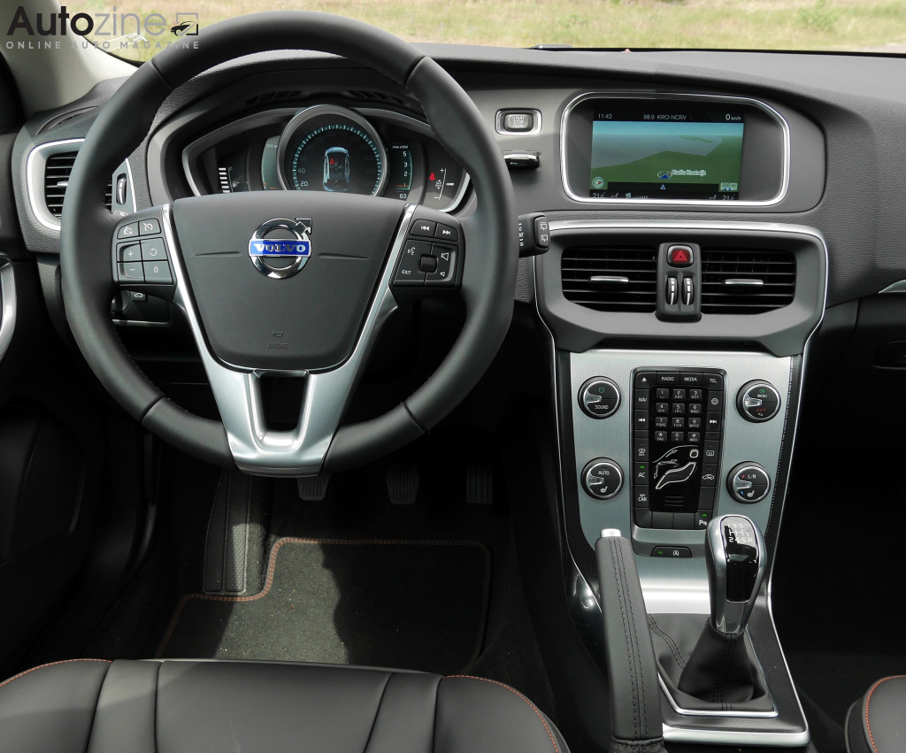 Autozine - photos: Volvo V40 D2 (10 / 11)